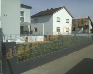 Zaun auf bestehender Mauer
